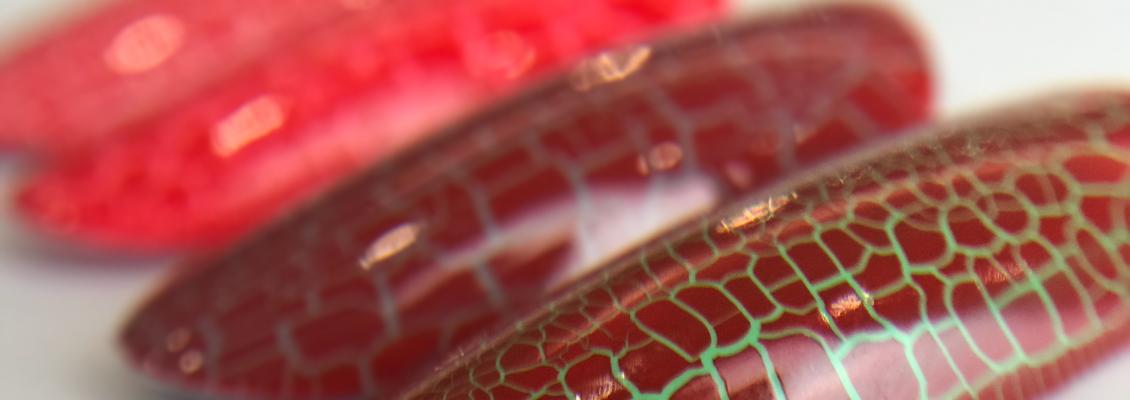 Artylac crack liquid в красном оттенке 007